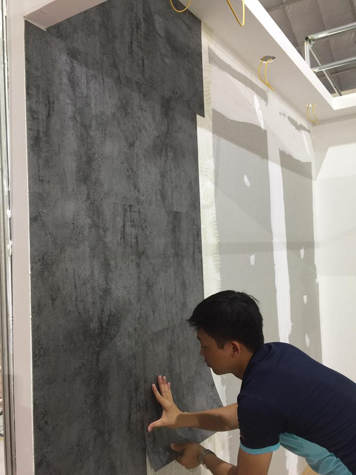 Thi công sàn nhựa ốp tường